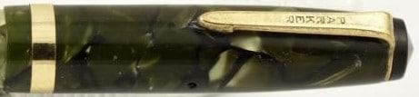 Capuchón del modelo slender de la Challeger en verde marmoleado.
