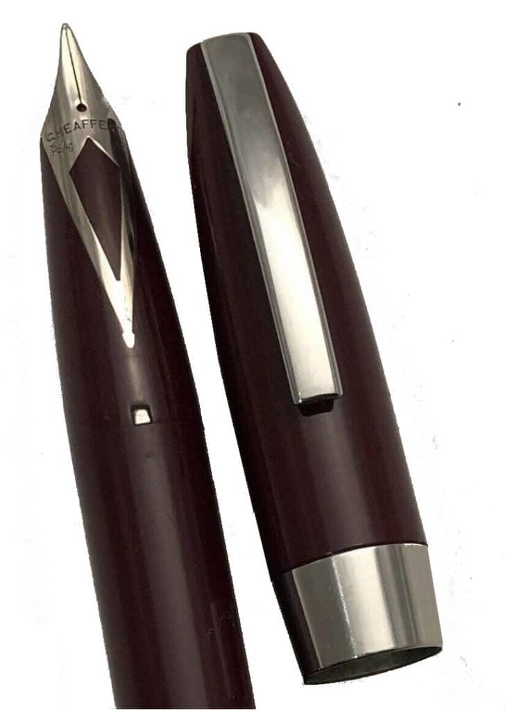 Detalle del plumín y el clip de la pluma Sheaffer Pfm en burgundy