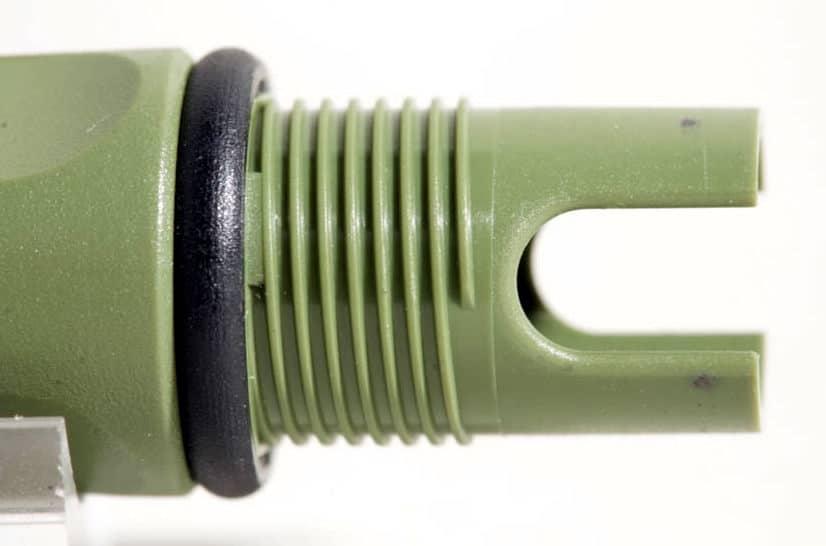 Vista detallada de la rosca de la boquilla de una Lamy Safari de primera generación.