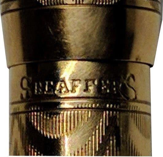 Detalle del grabado del barril de una Sheaffer Pigmy
