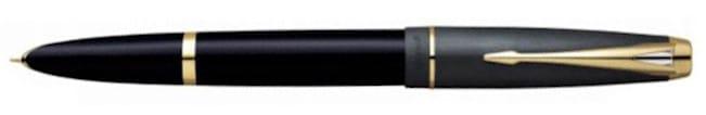 Modelo 100 en versión negro cobalto posteada